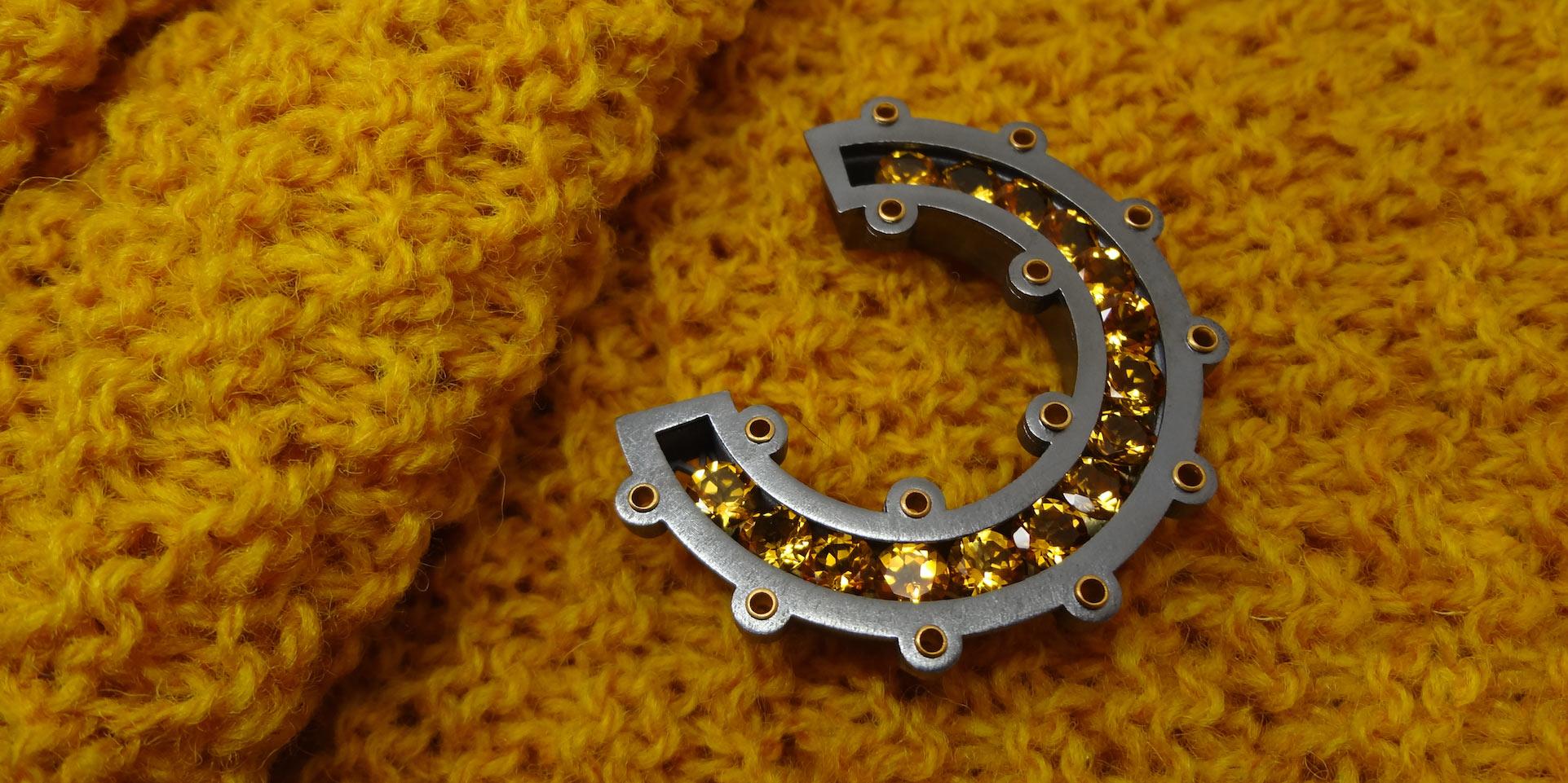Wesley-Zwiep---Gold-Citrine-Open-Circle-Klit-Pin---Wesley-Zwiep-Jewellery-Glasgow